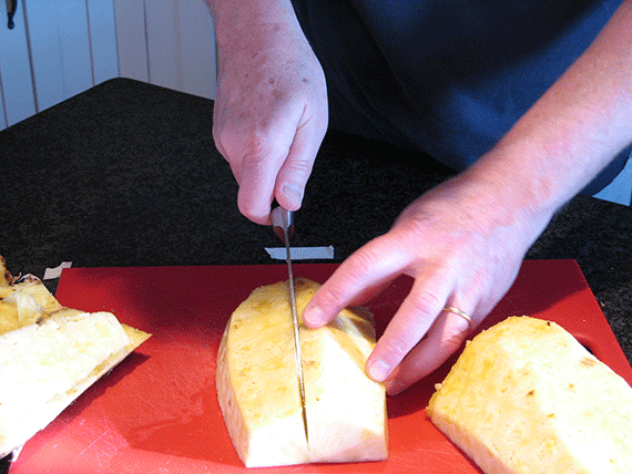 how-to-cut-a-pineapple_5